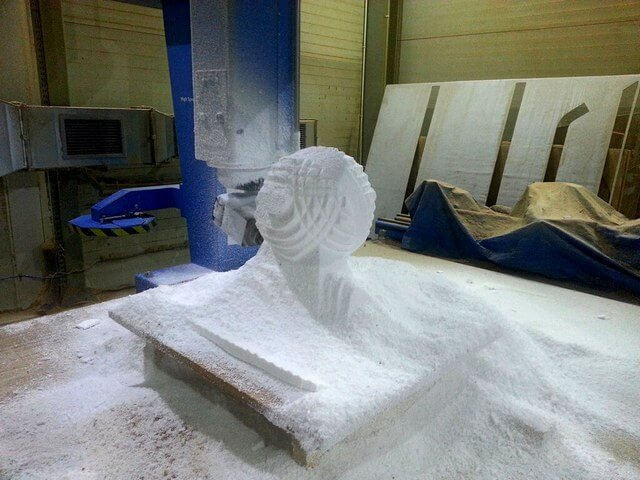 CNC Modell aus Styropor als kugelförmige Skulptur