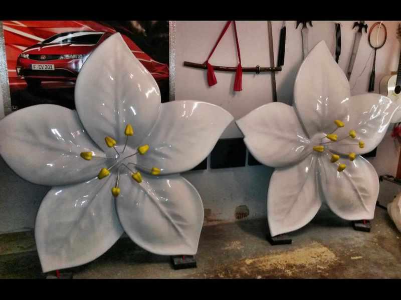 Blume Skulptur aus GFK