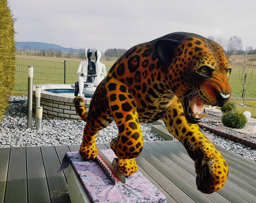 Jaguar Figur mit Beflockung, Tiere Skulpturen
