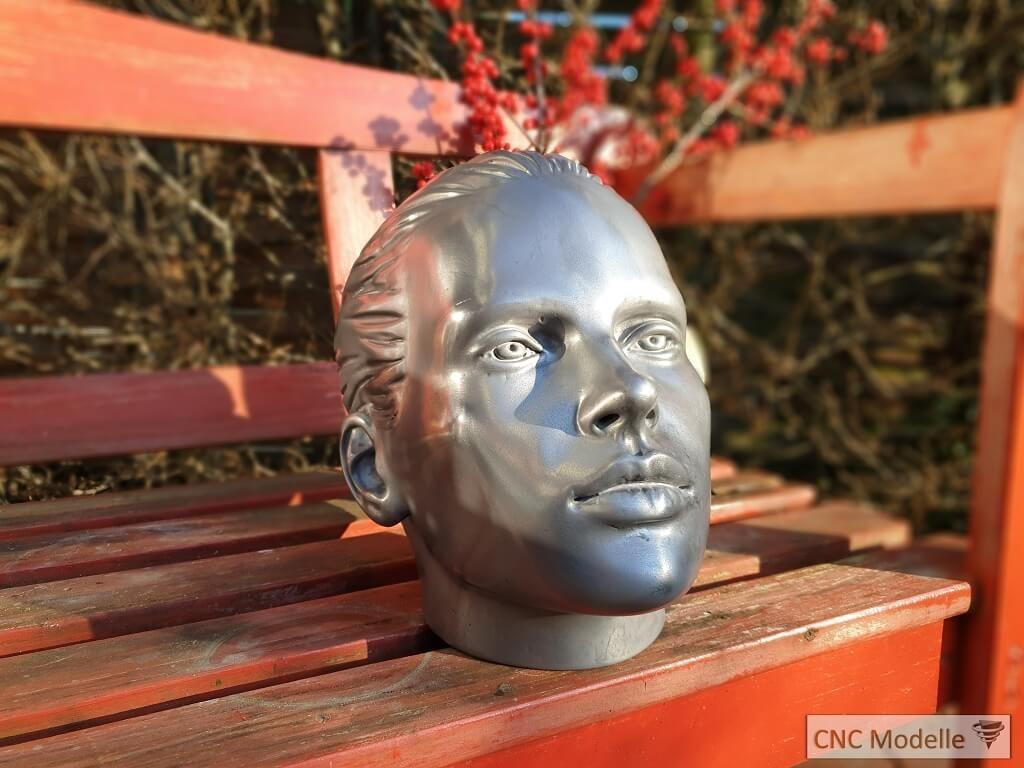 Kopf Skulptur Metallbeschichtung